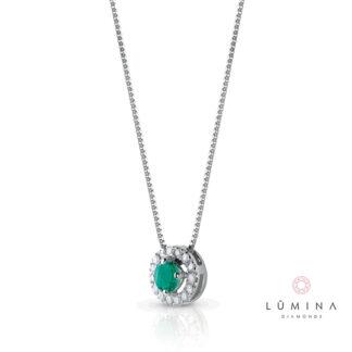 Collana in oro con smeraldo taglio brillante e contorno di diamanti